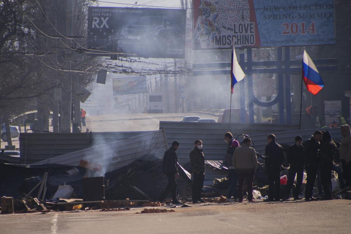 Proruští aktivisté v Luhansku
