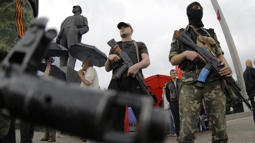 Povstalecké stráže v centru Doněcku