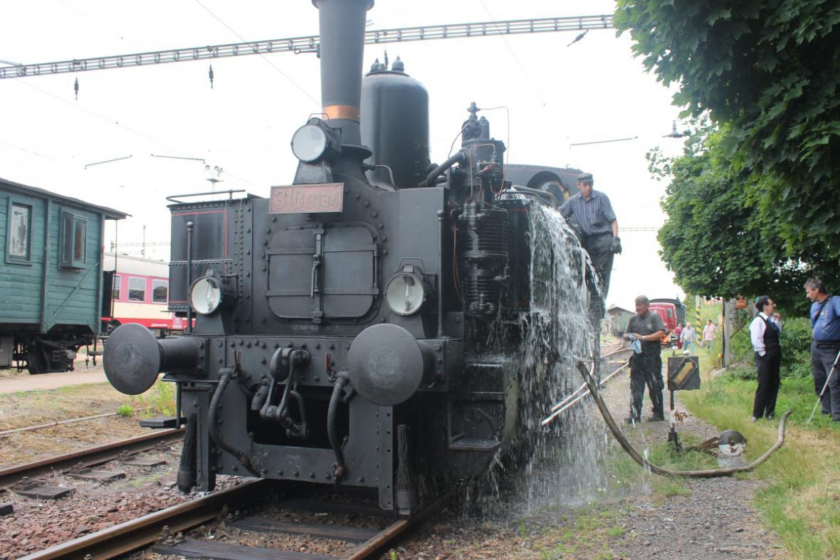 Prázdninový parní vlak z výtopny Jaroměř