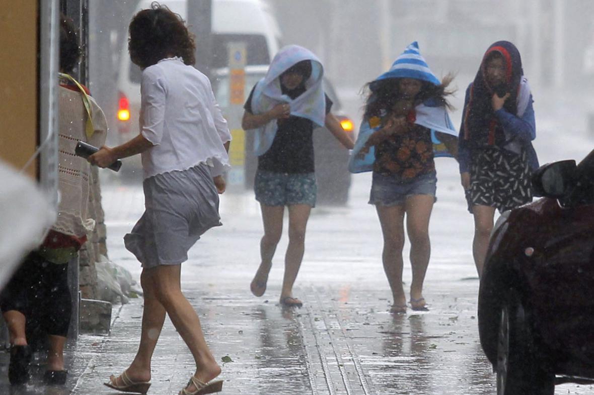 Do Japonska dorazil tajfun Neoguri