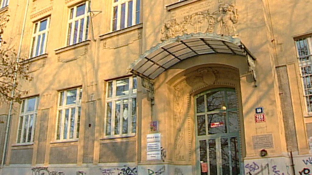 Secesní škola v Praze Strašnicích 4