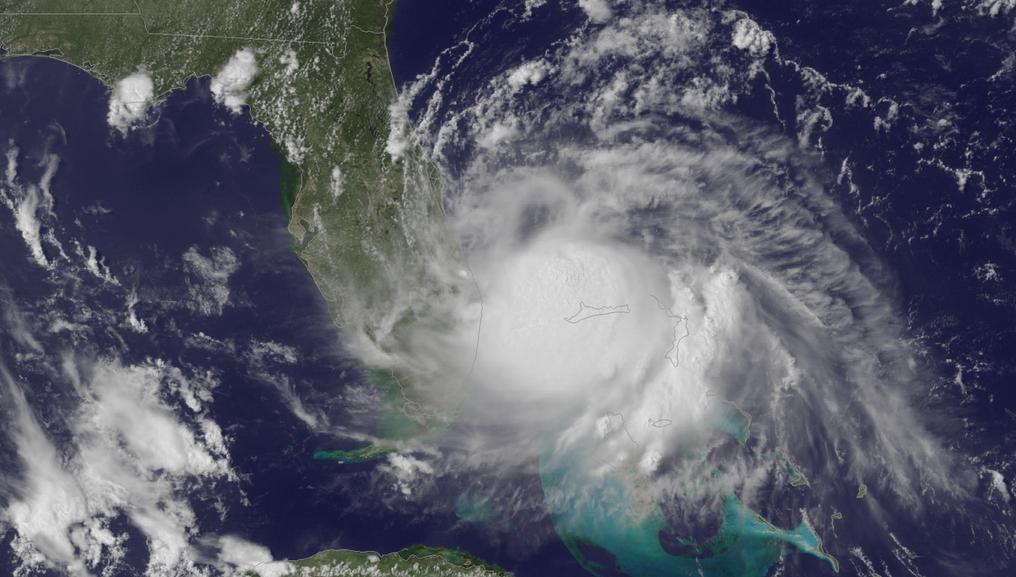 Satelitní snímek bouře Arthur
