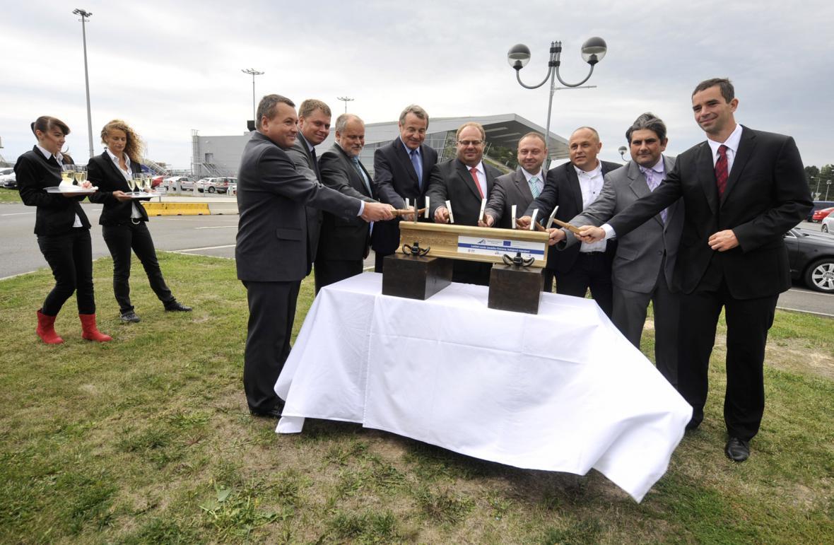 Zahájení stavby trati železnice na letiště