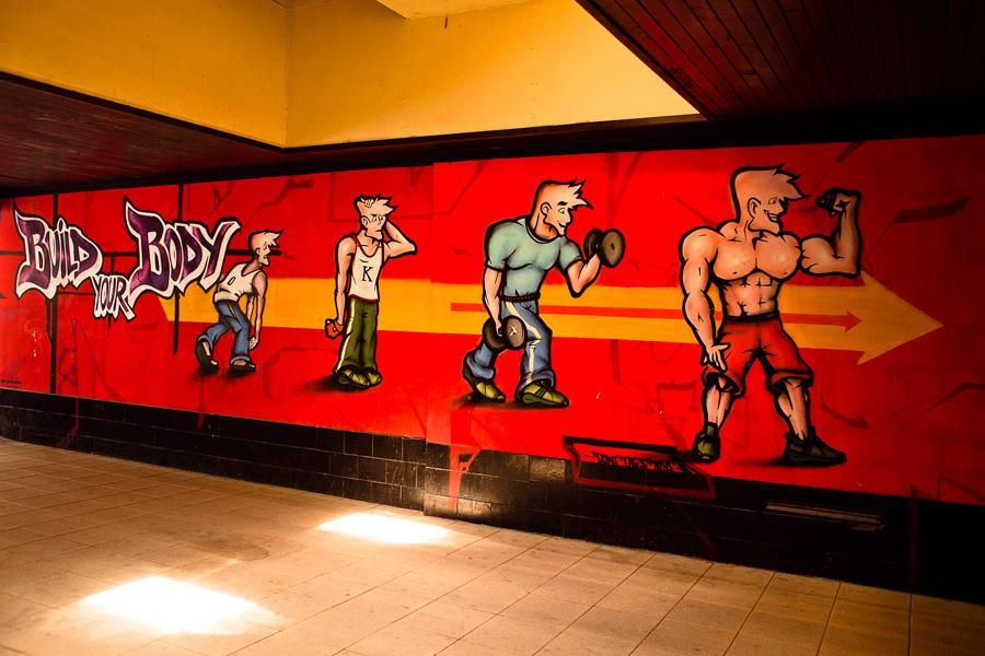 Graffiti v podchodu na Jižním Městě