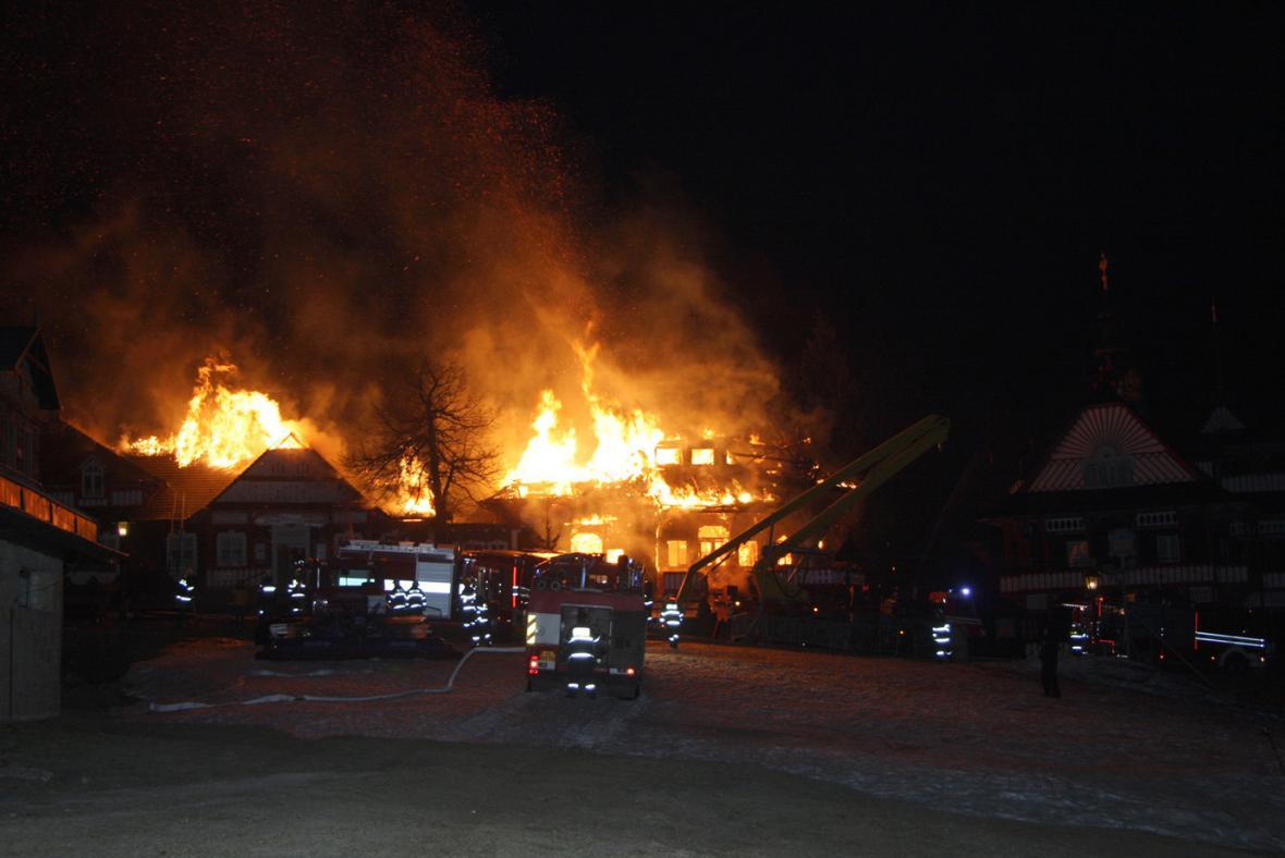 Libušín v plamenech