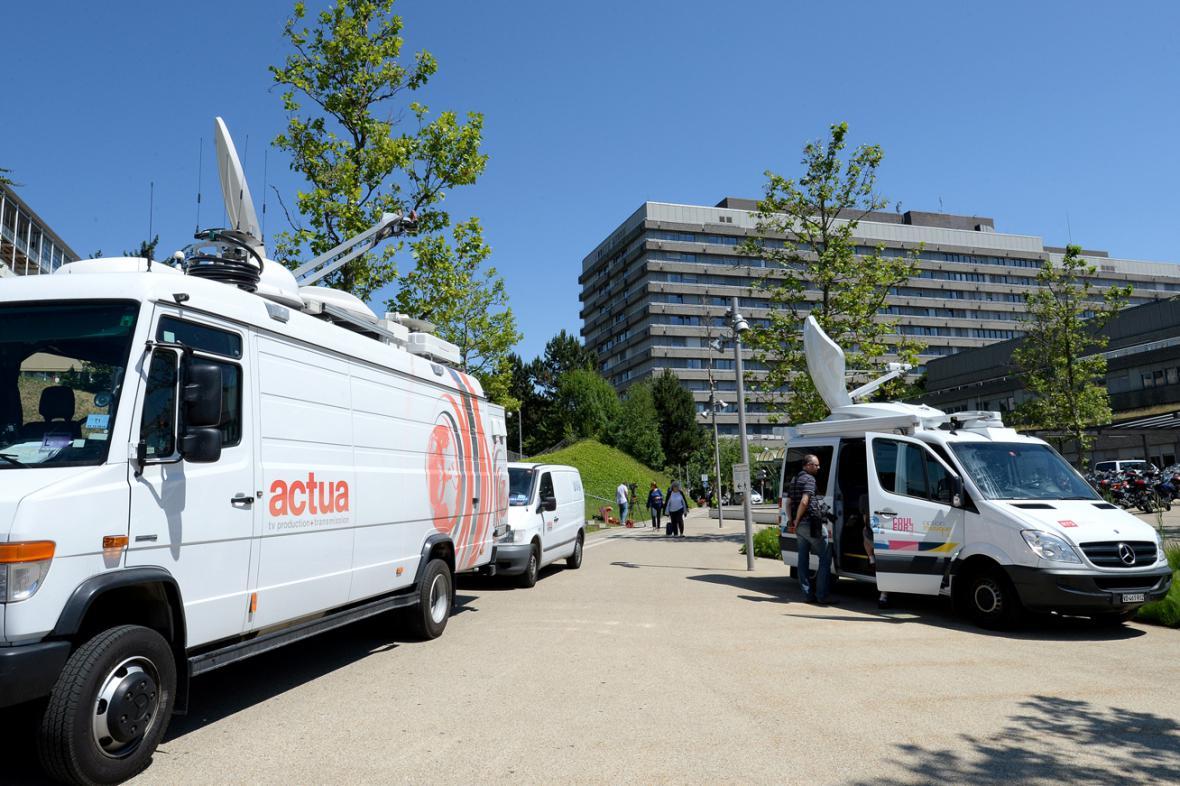 Univerzitní klinika v Lausanne je v obležení médií