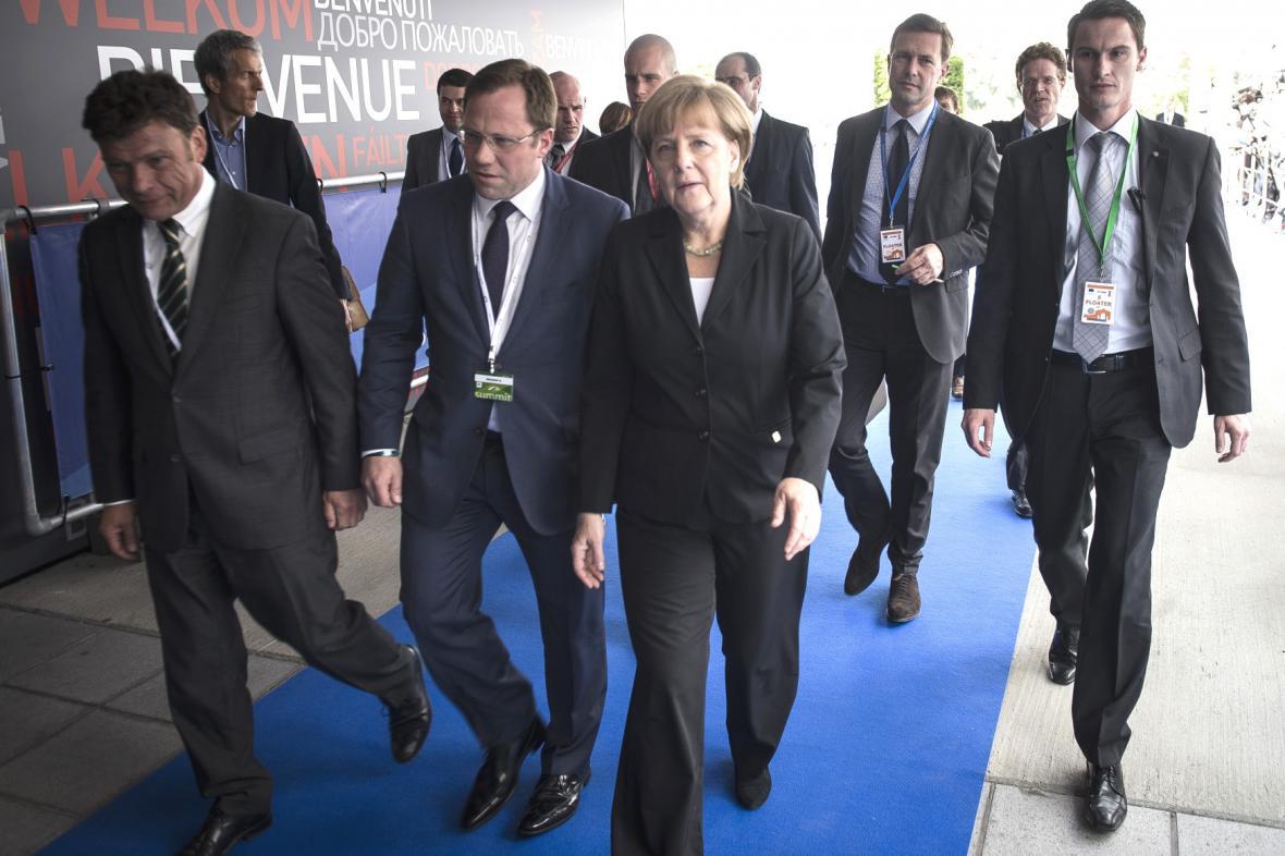 Angela Merkelová přijíždí na summit v Ypres