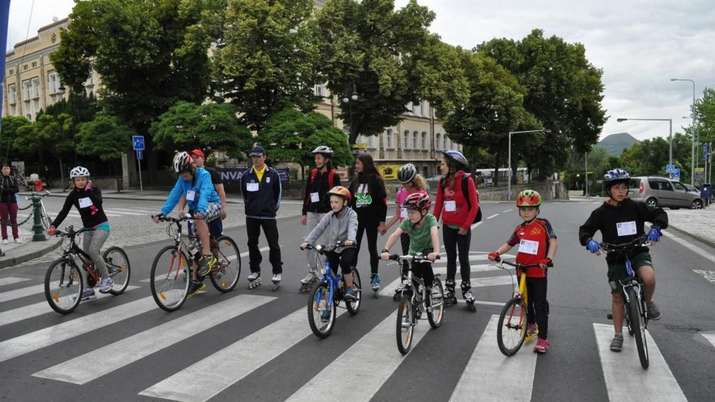 Malí cyklisté před startem závodu