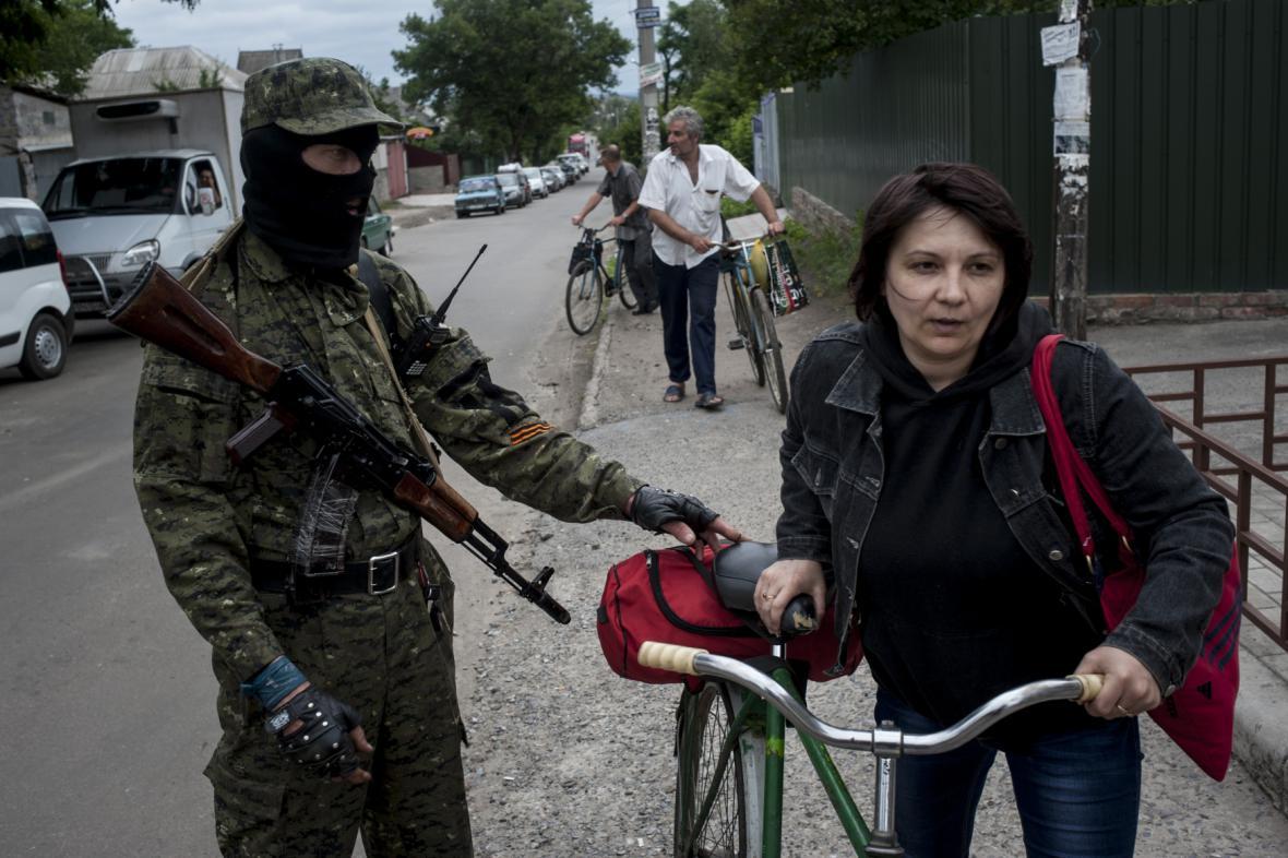 Obyvatelé Slavjansku opouštějí své domovy