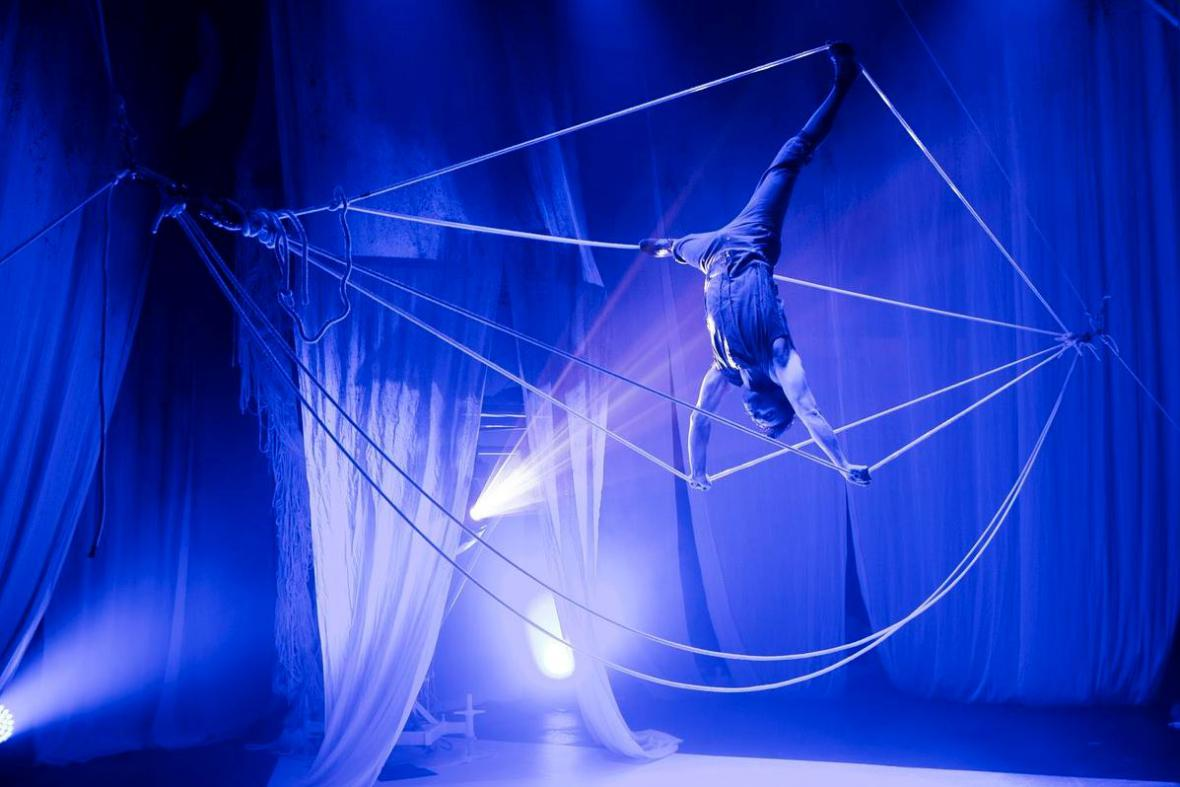 Cirkus Cirkör / Knitting Peace