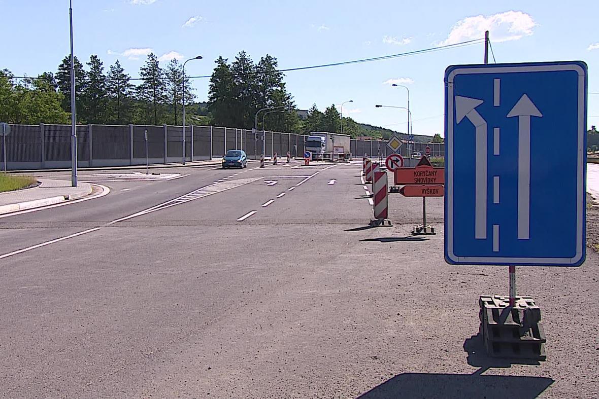 Opravená křižovatka v Nesovicích bude bezpečnější
