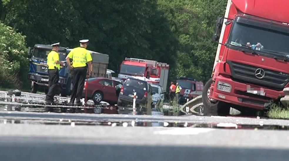 Místo tragické nehody osobního a níkladního vozu
