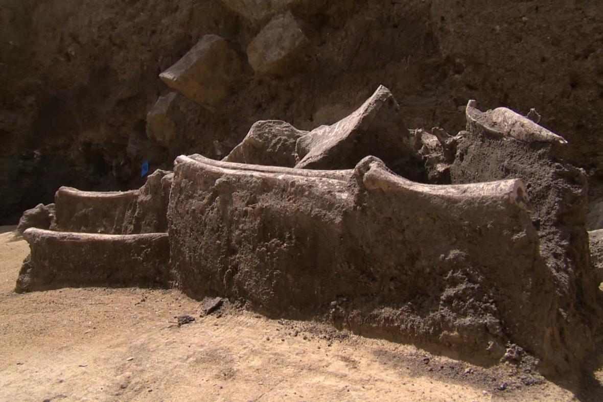 Archeologové našli jen polovinu kostry