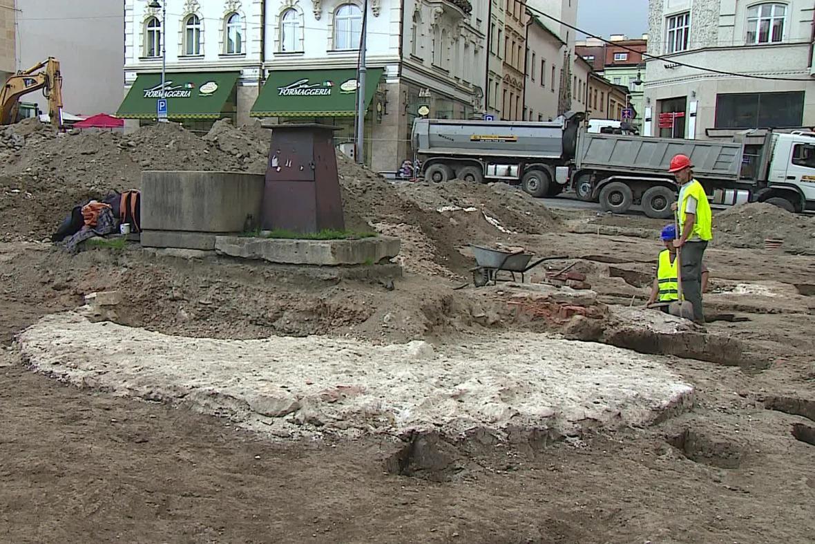 Archeologové objevili i novověký pranýř