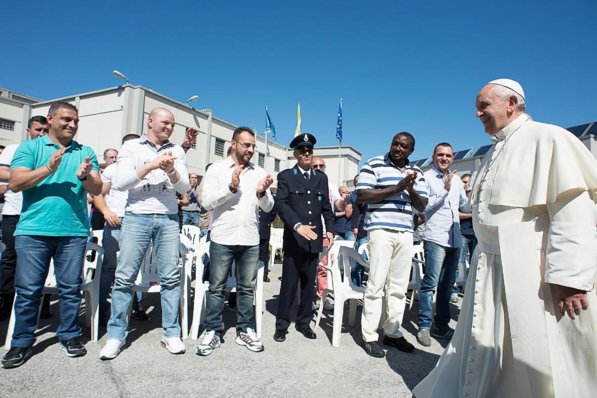 Papež František na návštěvě věznice
