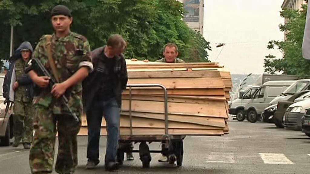 Rakve pro oběti bojů na Ukrajině