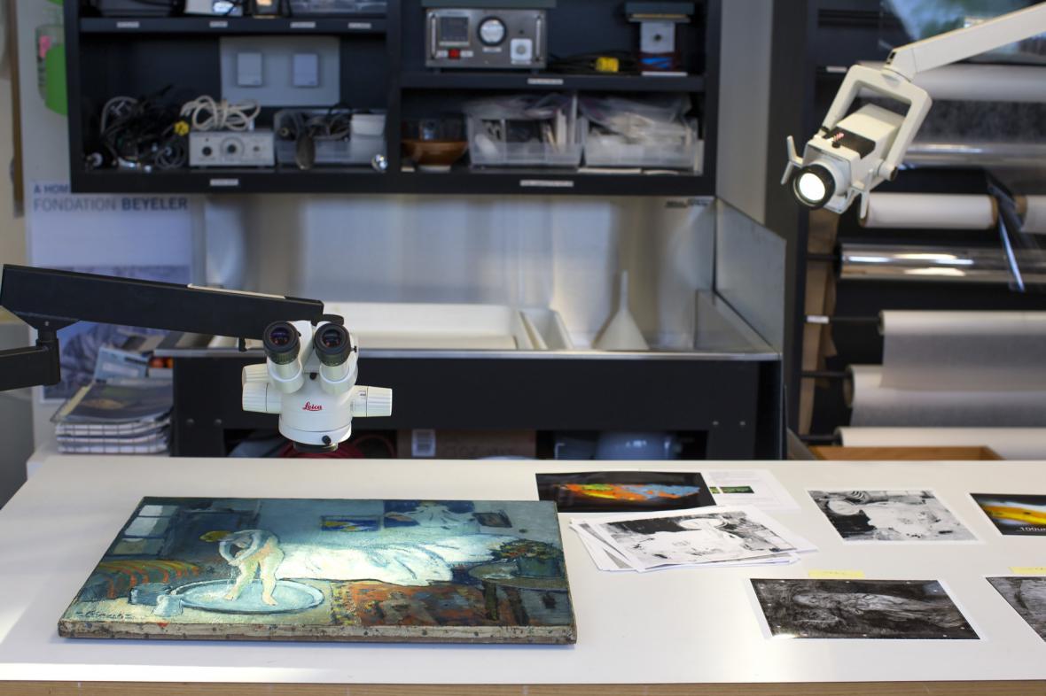 Modrý pokoj od Picassa zkoumají znalci