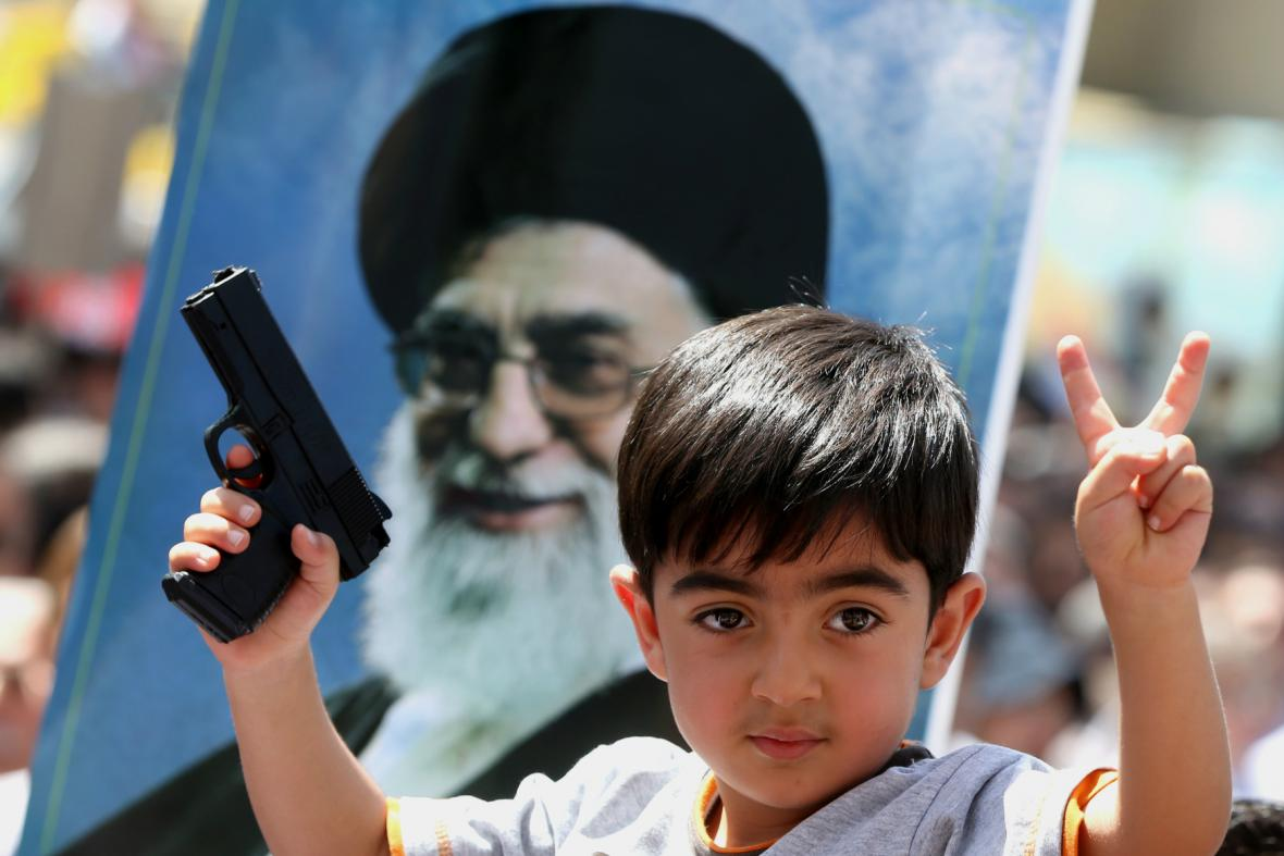 Irácký chlapec věří ve vítězství v boji proti sunnitským povstalcům