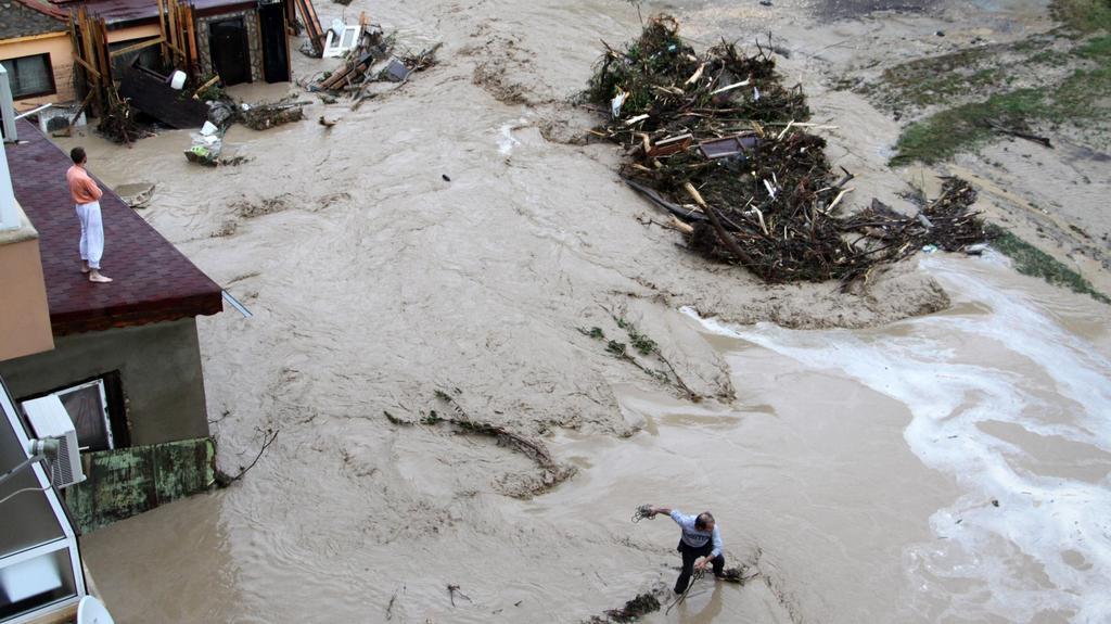 Povodně zablokovaly řadu ulic Varny