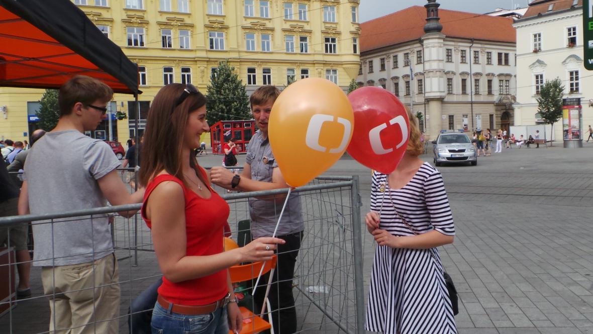 Děti uvítaly balónky s logem ČT