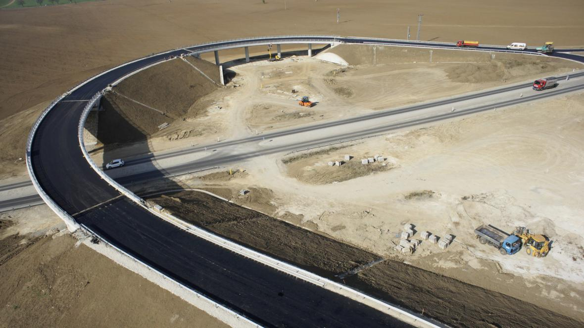 Stavba dálnice u Trnavy