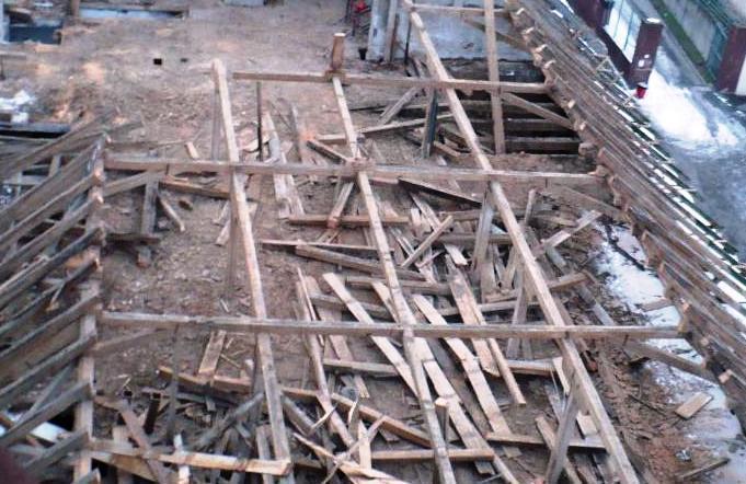 Demolice krovu