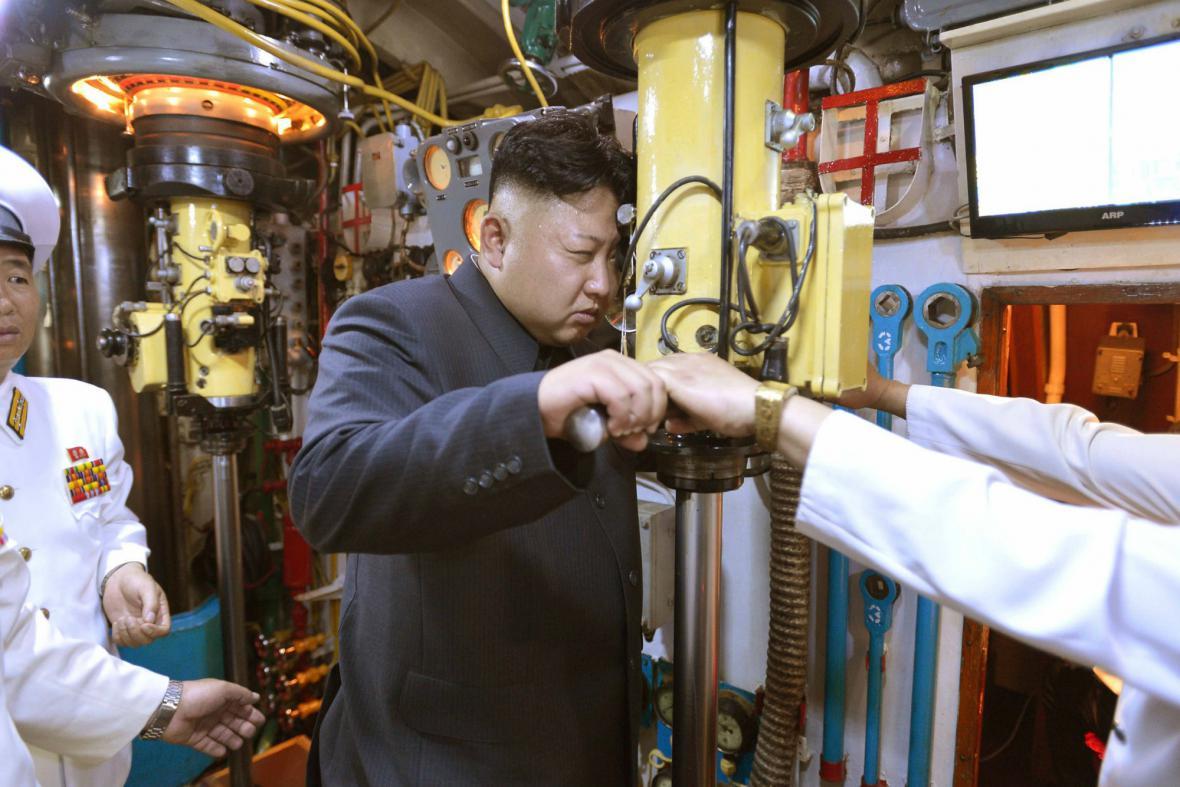 Kim Čong-un na inspekční plavbě v ponorce