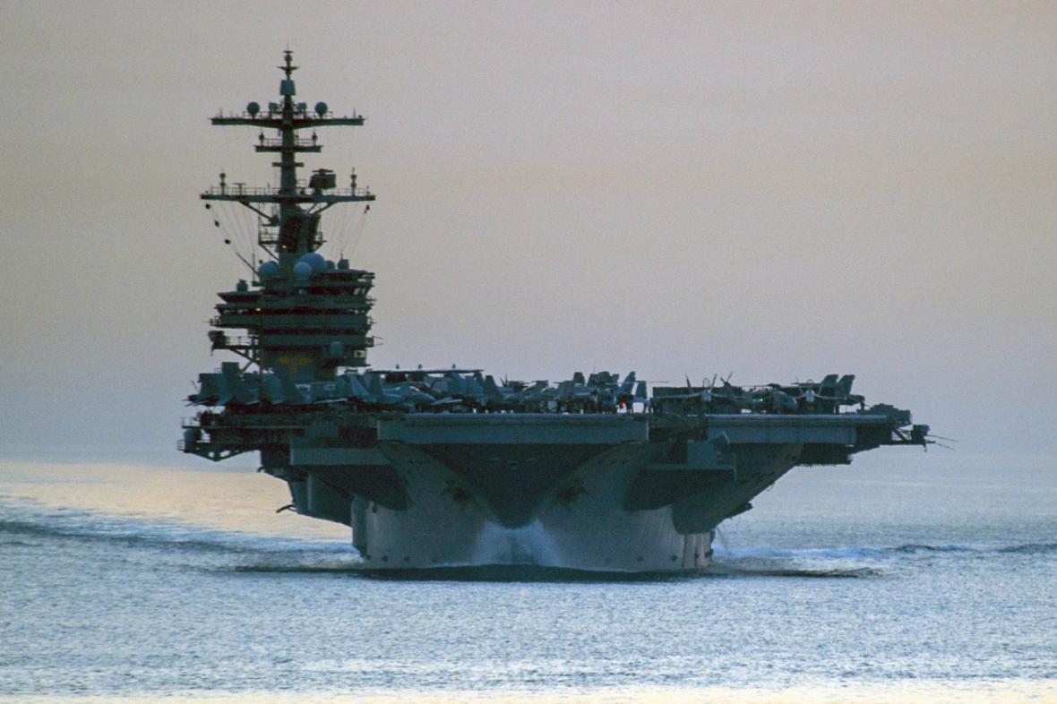 Letadlová loď George W. H. Bush už je v Perském zálivu