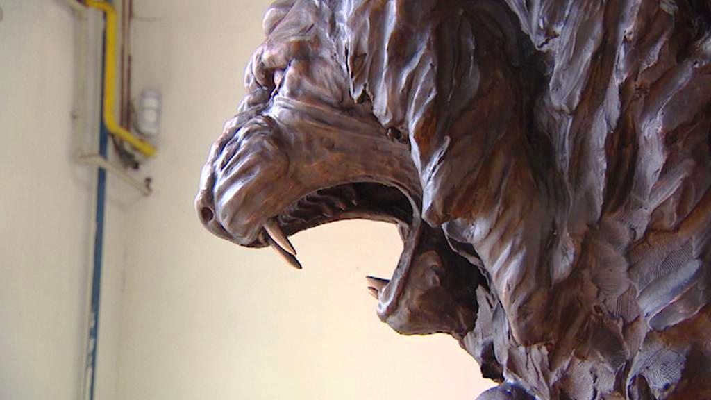 Hlava lva z pomníku československým letcům