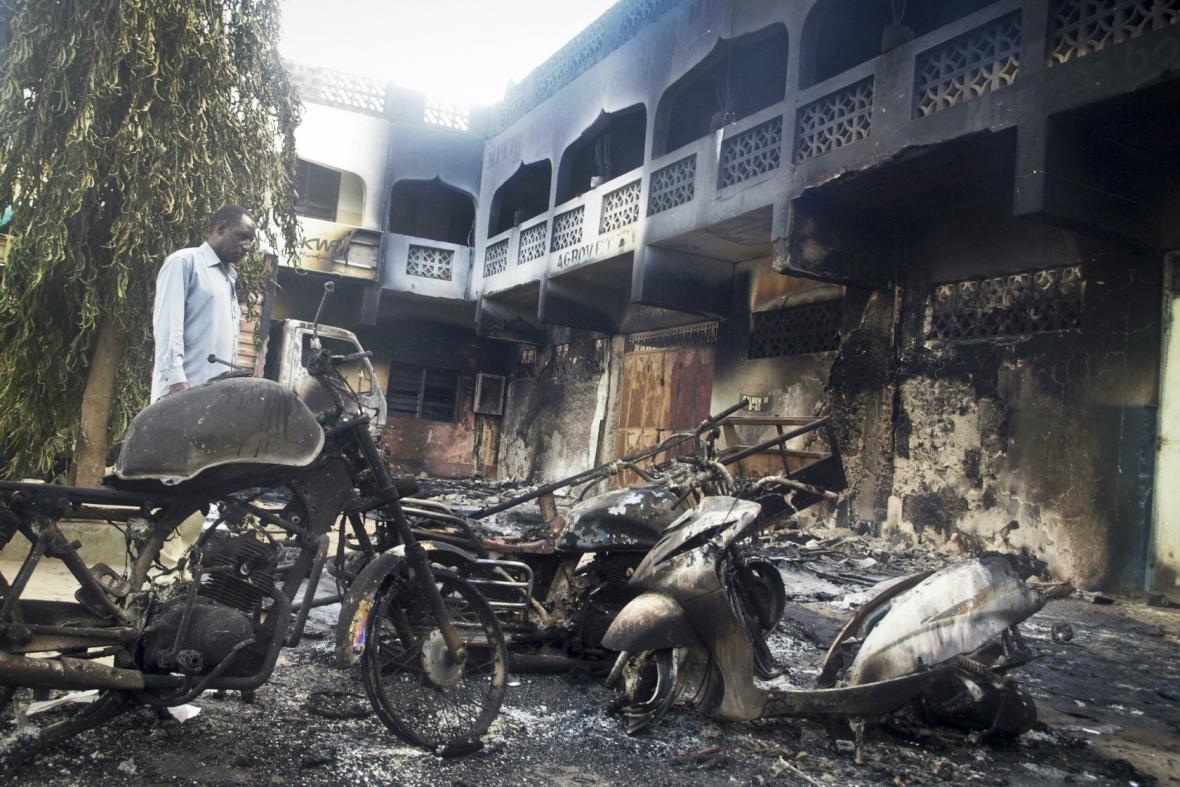Následky útoku v keňském letovisku Mpeketoni