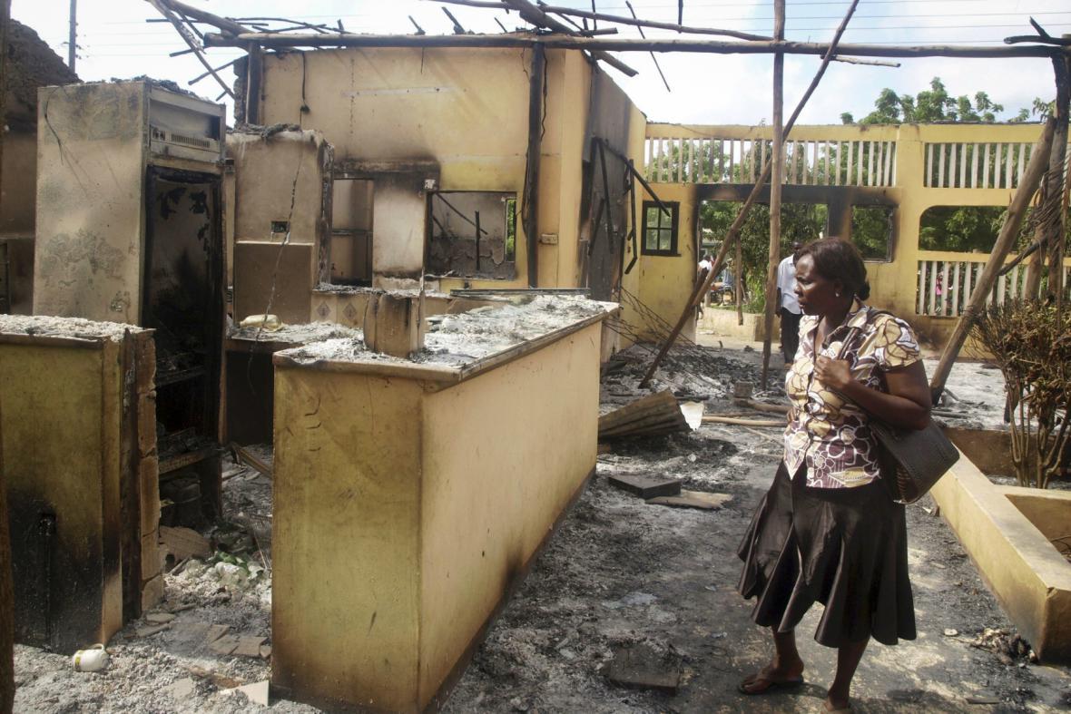 Následky útoku v keňském Mpeketoni