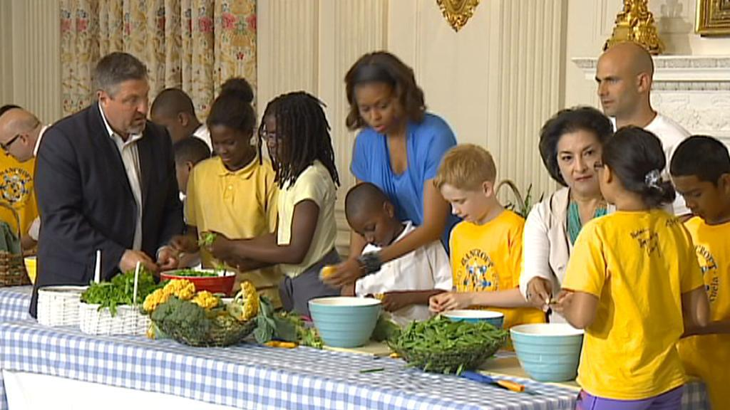 Děti v Bílém domě si s Michelle Obamovou pochutnávali na zdravé stravě
