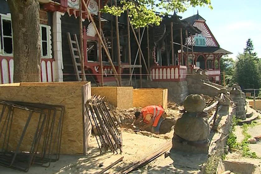 Stavba provizorní střechy pro Libušín