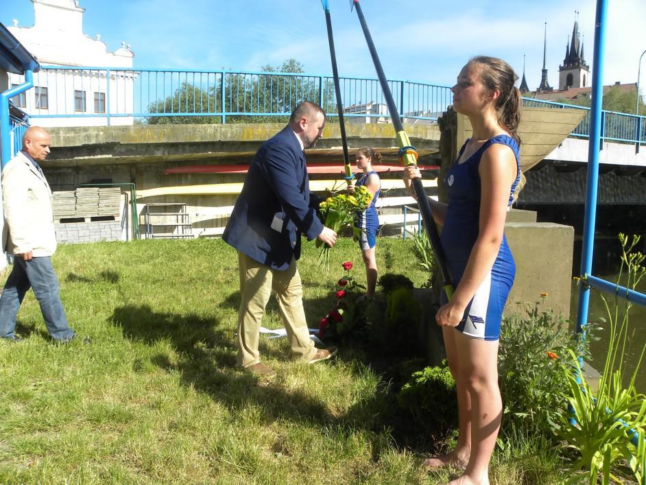 Vzpomínka na popravené veslaře v Lounech