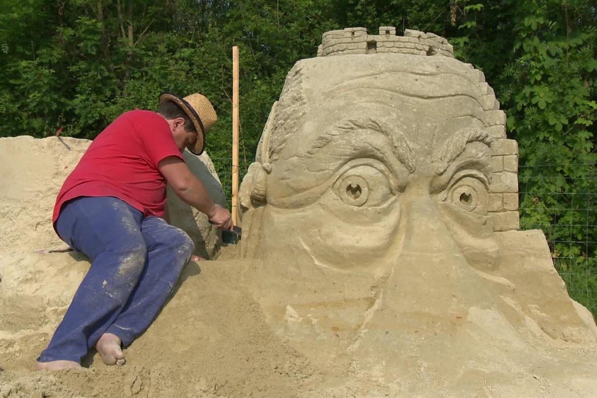 Výstava pískových soch v Lednici