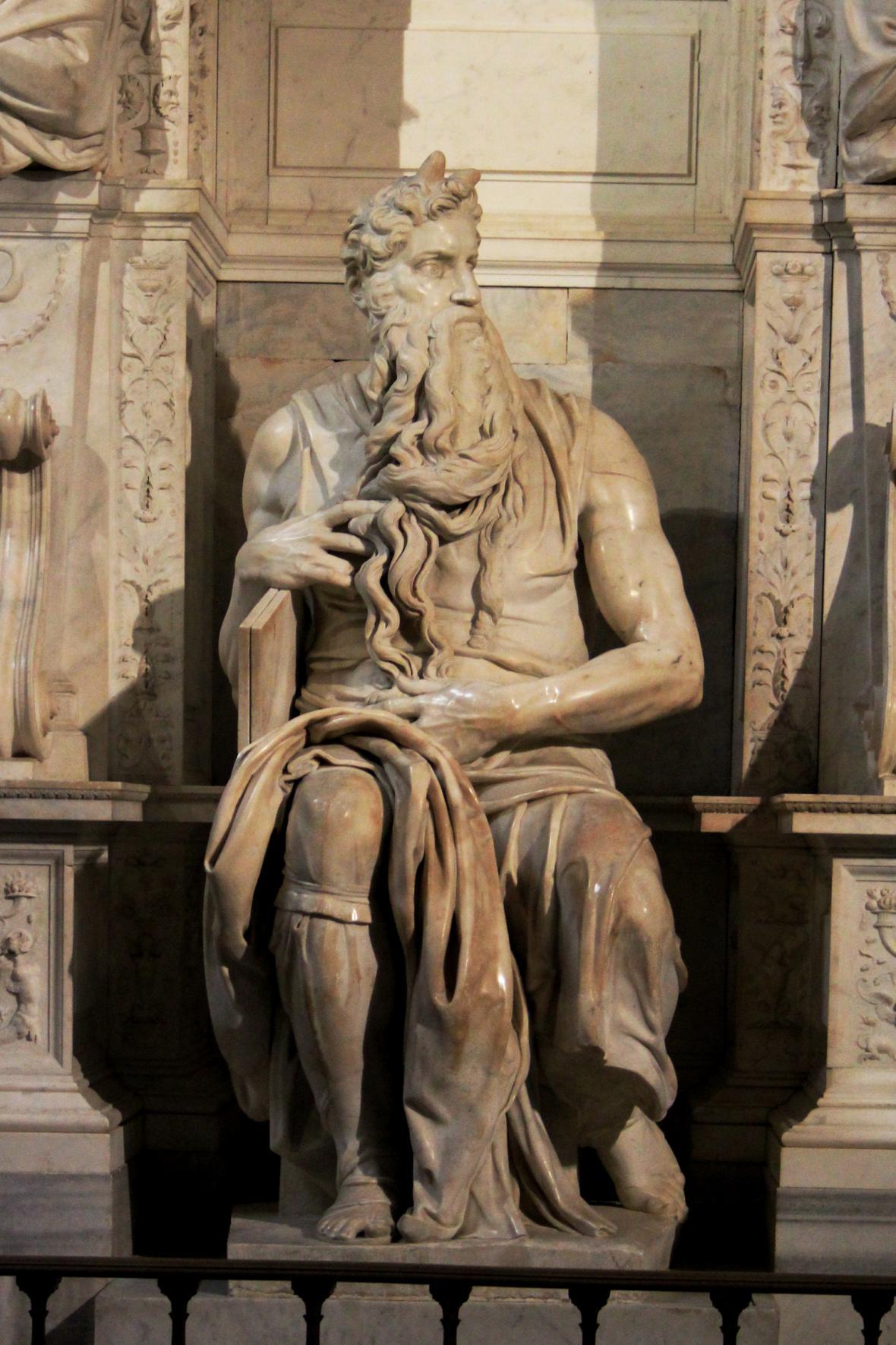 Michelangelo Buonarroti - socha Mojžíše