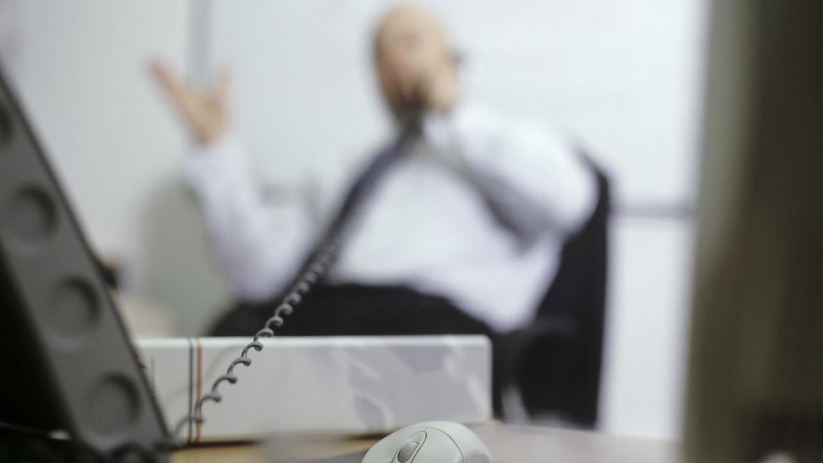 Práce v kanceláři - ilustrační foto