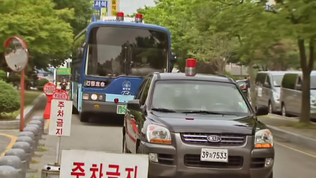 Obvinění členové posádky trajektu Sewol na cestě k soudu