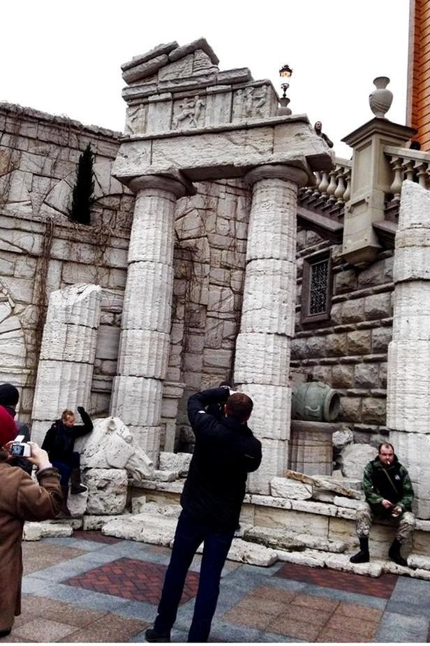 Imitace antických památek v Janukovyčově rezidenci