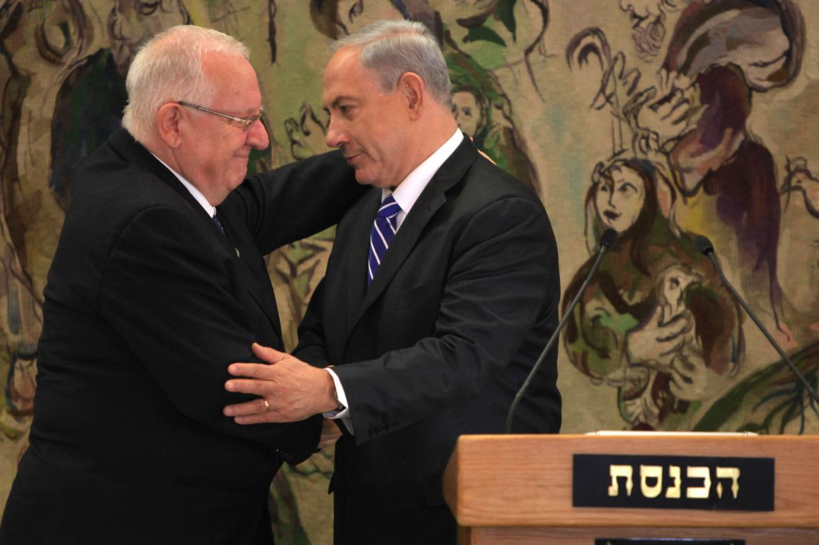 Reuven Rivlin přijímá gratulace od Benjamina Netanjahua