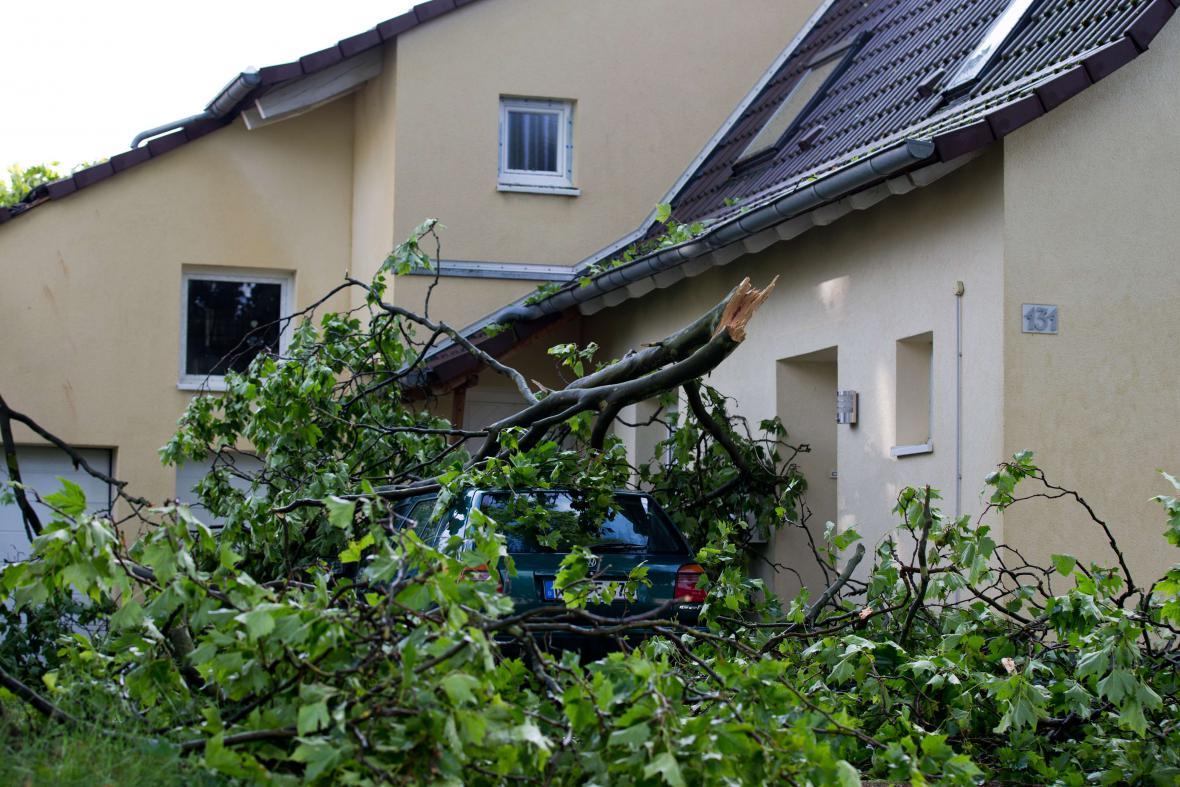 Následky bouře v Neussu