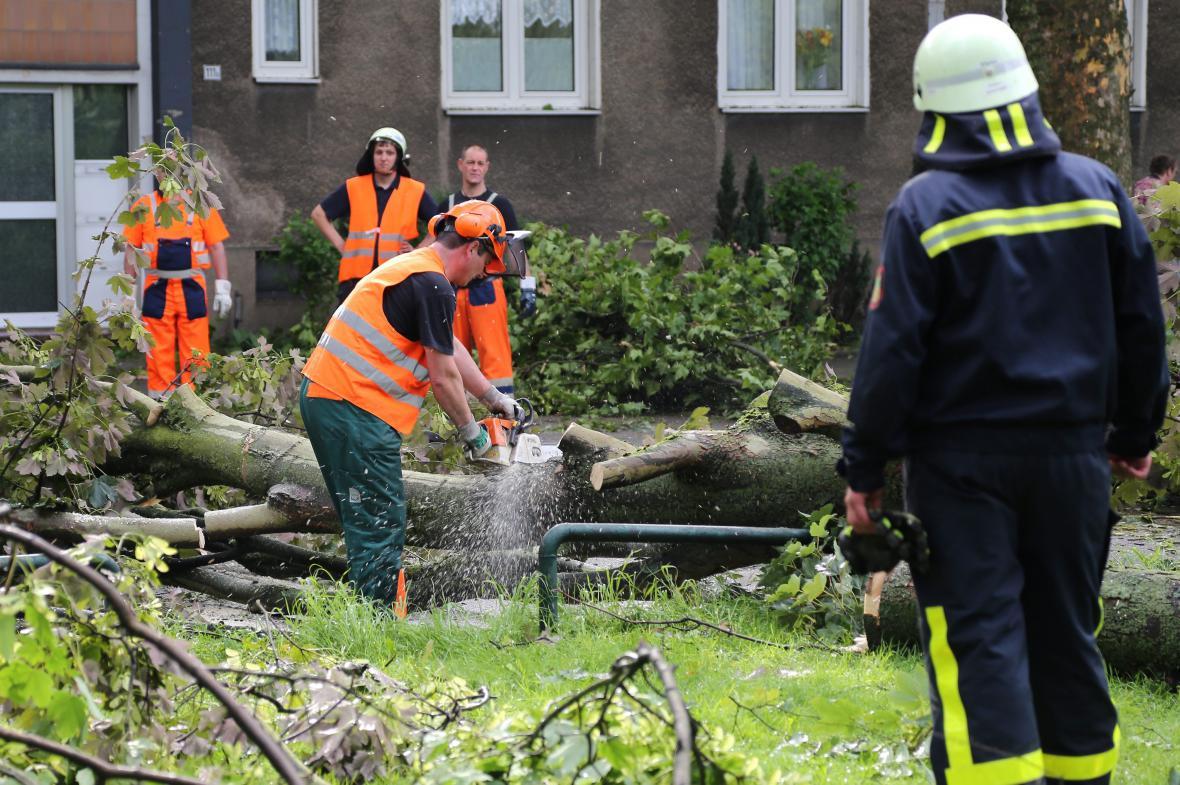 Likvidace škod po bouřce v Recklinghausenu