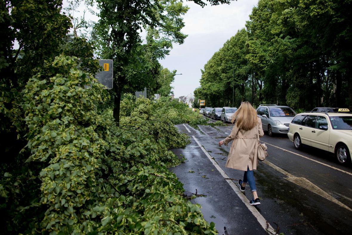 Bouřka lámala stromy i v Düsseldorfu