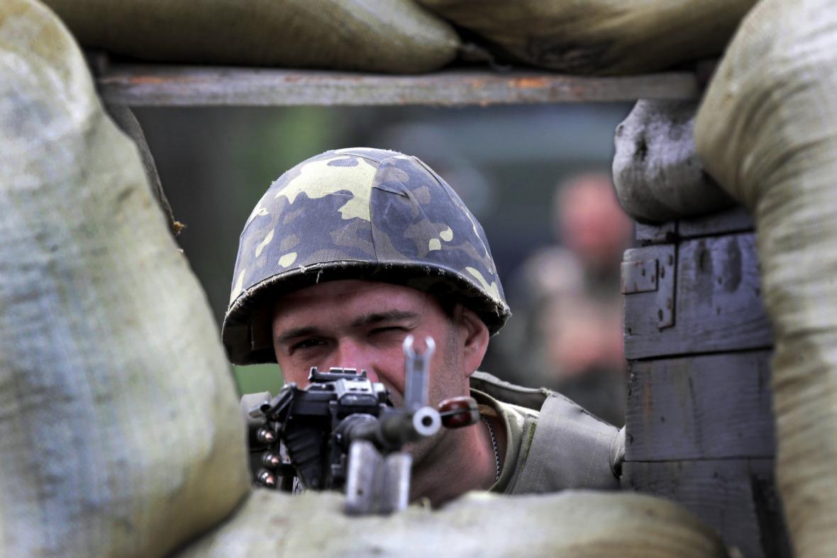 Voják ukrajinské armády při operaci u Slavjansku