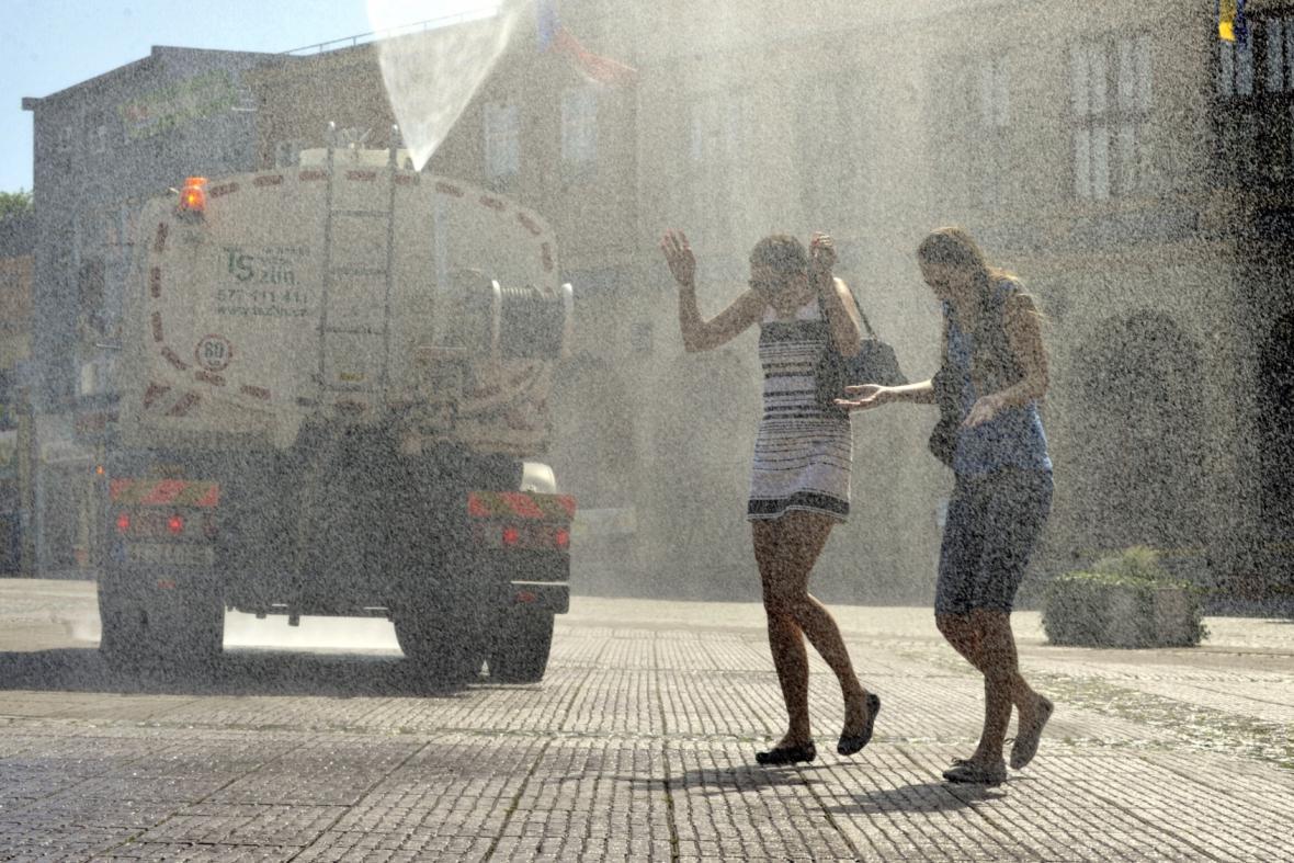 Tropická vedra - kropení ve městě