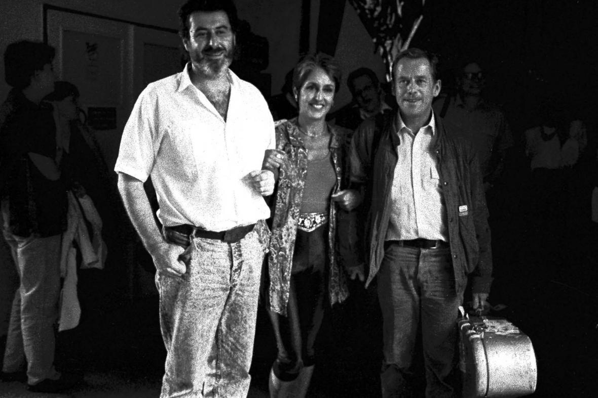 Michal Prokop, Joan Baezová a Václav Havel na Bratislavské lyře v roce 1989