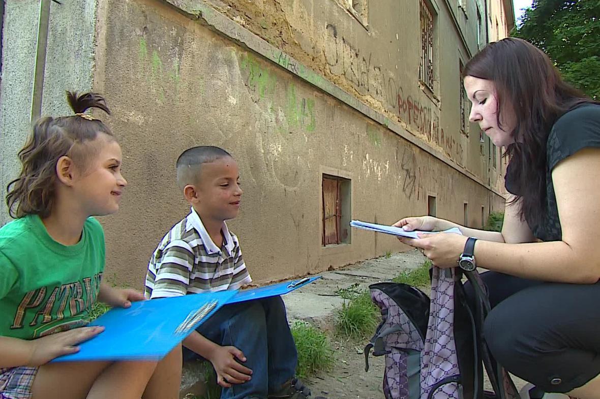 S dětmi pracují sociální pracovníci přímo v terénu