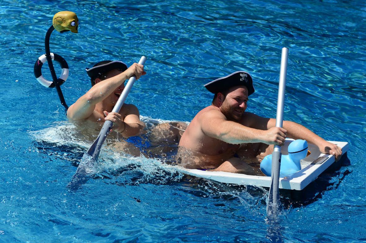 Němci ve vedrech prchají k vodě