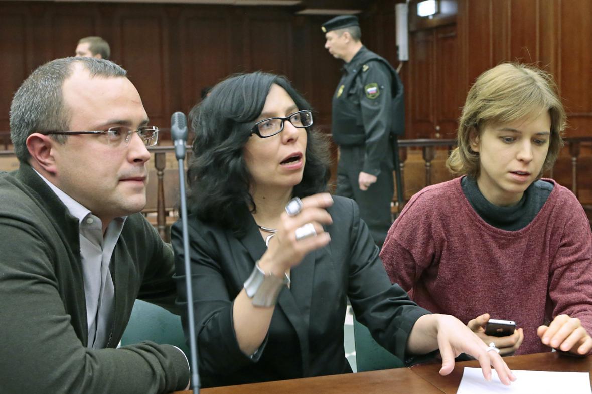 Ilja Politkovskij, právnička Anna Stavická a Věra Politkovská