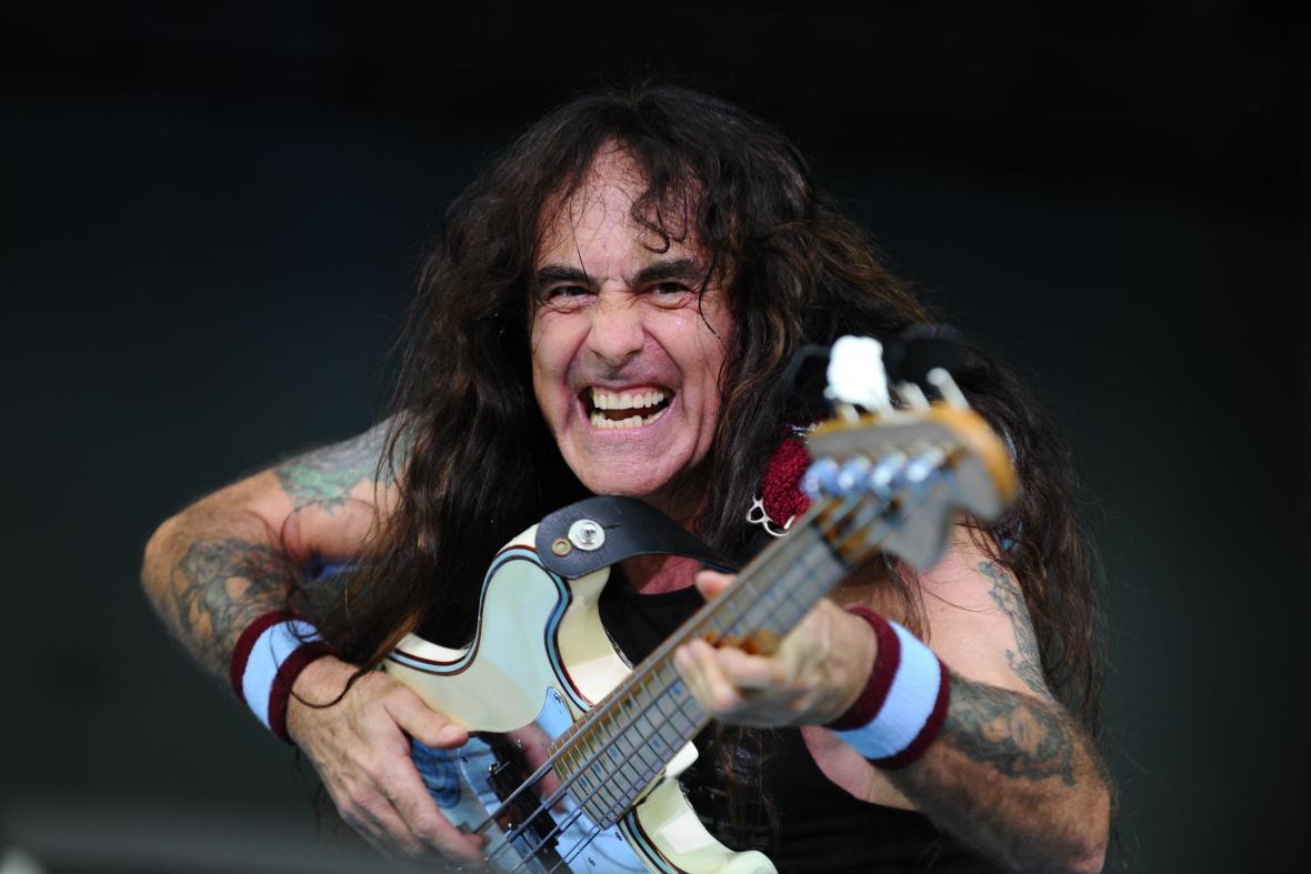 Baskytarista skupiny Iron Maiden Steve Harris